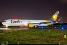 Condor Boeing taxiing at night (photo by Alessandro Iglesias) European Airlines, People Fly, Civil Aviation, Night Photos, Military Aircraft, Salvador, Volvo, Airplanes, Commercial