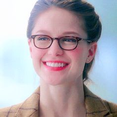 Discover & share this Animated GIF with everyone you know. GIPHY is how you search, share, discover, and create GIFs. Kara Danvers Supergirl, Supergirl Dc, Supergirl And Flash, Melissa Marie Benoist, Melissa Supergirl, Lena Luthor, Katie Mcgrath, Girls With Glasses, Wattpad