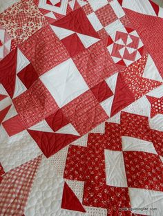 A Quilting Life - a quilt blog: Red & White Moda Building Blocks Quilt