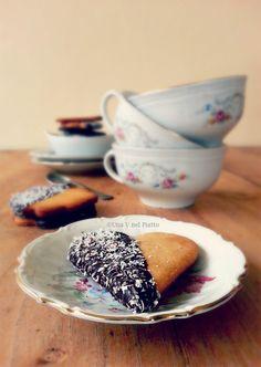 Biscotti al farro senza zucchero, senza uova e senza burro. La ricetta qui:http://www.unavnelpiatto.it/ricette/biscotti-farro-senza-zucchero.php