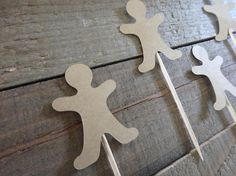 12 Gingerbread Man Picks Ginger Bread Man Size : .50 Inches x 1.5 Inches Get Creative for your parties and use these toppers for ... Cupcake Toppers Cake Toppers Brownie Toppers Party Food Toppers Finger Food Toppers Dessert Toppers And much more Cupcake toppers are double sided.