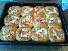 Pretzel Bites, Sausage, Muffin, Food And Drink, Pizza, Bread, Breakfast, Recipes, Basket