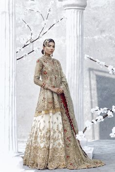 Tradition green Pakistani bridal dress by Asian wedding dresses online Pakistani Formal Dresses, Pakistani Wedding Outfits, Pakistani Bridal Dresses, Pakistani Wedding Dresses, Bridal Outfits, Indian Dresses, Indian Outfits, Asian Bridal Dresses, Pakistani Clothing