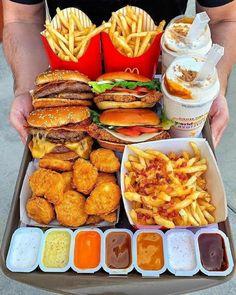 I Love Food, Good Food, Yummy Food, Food Platters, Food Dishes, Comida Disney, Sleepover Food, Junk Food Snacks, Fast Food