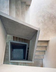 Concrete staircase. Aschwanden Schürer Architekten -  Family house, Gartmann 2003.