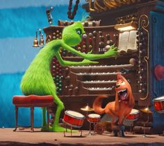 The Grinch (voiced by Benedict Cumberbatch) is not solo on the organ as Max joins in on drums. Wallpaper Natal, Xmas Wallpaper, Cute Christmas Wallpaper, Winter Wallpaper, Disney Wallpaper, Max From The Grinch, The Grinch Dog, The Grinch Movie, Il Grinch