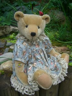 Elspeth is tall and made from short mohair with wool felt paws. Her nose is hand embroidered and she is weighted with tiny steel . Bear Design, Applique Designs, Teddy Bears, Vintage Lace, Wool Felt, Kids Toys, Doll Clothes, Bee, Textiles