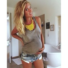 Maternity Fashion Accessories: Bold and chunky necklaces, they can vamp up an otherwise very casual outfit. Stylish Maternity, Maternity Wear, Maternity Fashion, Maternity Style, Summer Maternity, Pregnancy Looks, Pregnancy Outfits, Pregnancy Fashion, Baby Bump Style