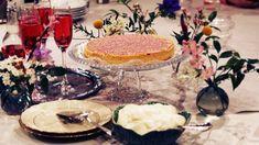 Ljuvlig, enkel paj med smak av mazarin, men med mycket mindre arbetsinsats. Smakbrytningen med bär ger en härlig syra som balanserar upp sötman. Du väljer själv om du bakar ut den som en paj/tårta eller i en mindre långpanna. Perfekt till påskfika eller påskdessert! Fika, Tiered Cakes, Baked Goods, Desserts, Image, Tailgate Desserts, Deserts, Postres, Dessert