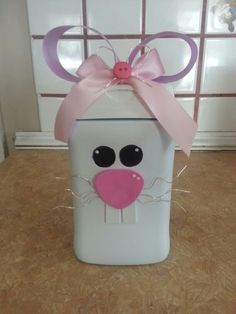 Easter bunnies out if plastic baby cereal containers – Top Of The World Baby Formula Containers, Cereal Containers, Baby Food Containers, Baby Food Jars, Plastic Containers, Storage Containers, Plastic Bottles, Formula Can Crafts, Baby Cereal