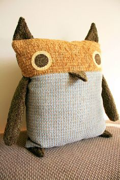 Mine's not so squatty.  And doesn't have wings.  And has boxed corners on the bottom, so no need for feet.  But this was the inspiration!