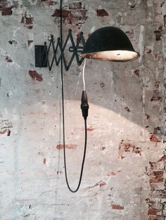 For a perfect industrial design you need to have the perfect lamp. To help you with that, we want to show you a special selection of some incredible wall lamps. Industrial Living, Industrial Chic, Industrial Design, Vintage Industrial, Industrial Lamps, Antique Metal, Vintage Lamps, Vintage Lighting, Modern Lighting