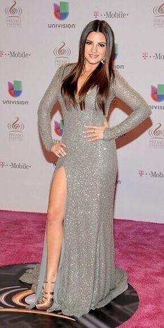 Maite Perroni B (MaiteOficial) Plus Beautiful Latina, Gorgeous Women, Amazing Women, Mobiles, Hispanic Girls, Mexican Actress, Chic Dress, Celebrity Photos, Celebrity Style