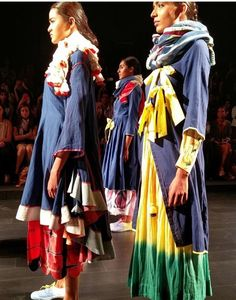The hand woven Jamdani and cotton fabric vibrated with rich hues of red, rose pink, inky blue and sunshine yellow. #indiecult #lakmefashionweek #kasha @indiecultindia @lakmefashionweek @kashakhan