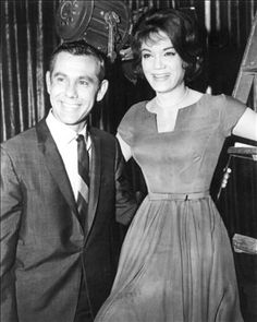 Find bio, credits and filmography information for Johnny Carson on AllMovie - Comedian and consummate late-night talk show host Johnny Carson was a television institution on the… Connie Francis, Johnny Carson, Biography, Comedians, Musicals, Singers, Movies, Facebook, Classic
