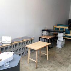Cafe Restaurant, Restaurant Design, Coffee Cafe Interior, Coffee Bar Design, Brick Interior, Interior Styling, Interior Design, Muji Home, Cafe Design