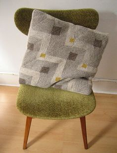 woollythistle's Another mitered squares pillow (pattern is coming! Knitting Stiches, Loom Knitting, Baby Knitting, Knitting Patterns, Crochet Cushions, Crochet Pillow, Crochet Yarn, Mitered Square, Diy Cushion