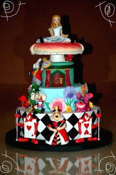 Alice in wonderland Cake by MITARTAGEMELA
