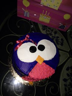 Cute owl cake for a 2nd birthday. Easy to make cake, but still so cute!