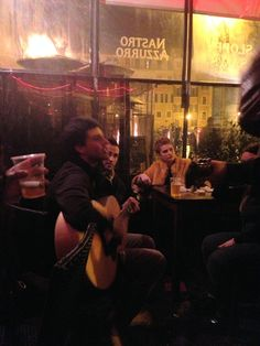 Guys playing guitar at a bar in Rome    My study abroad blog :)