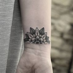 « Little half mandala flower for Rachael whilst visiting @nevermoretattoo earlier this week // Jessijamestattoo@live.co.uk #dotwork #blackwork… »