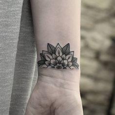 « Little half mandala flower for Rachael whilst visiting @nevermoretattoo earlier this week // Jessijamestattoo@live.co.uk #dotwork #blackwork… »