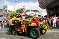 Fonte: IsaVictory The vehicles are driven by the main streets of the city and the Jeeps with the largest amount of objects carried with the most harmonious arrangements earn prizes.