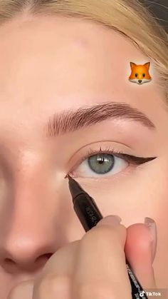 Edgy Makeup, Makeup Eye Looks, Eyeliner Looks, Eye Makeup Art, Pretty Makeup, Simple Makeup, Skin Makeup, Natural Makeup, White Makeup