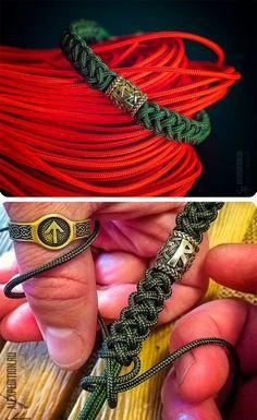 bracelets with beads Rune of Destiny - Paracord bracelet with Exclusive Runic bead Bracelet Knots, Bracelet Crafts, Paracord Bracelets, Bracelets For Men, Jewelry Crafts, Handmade Bracelets, Armband Tutorial, Paracord Tutorial, Bracelet Tutorial