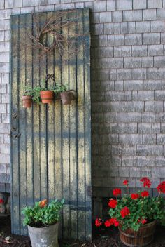 old primitive decorating ideas   Re-Purposed Old Door And New Yard Decor