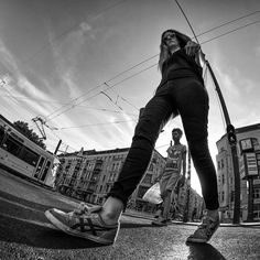 These Street Portraits Were Shot From Below with an Ultra-Wide Lens Wide Angle Photography, Action Photography, Photography Lessons, Digital Photography, Portrait Photography, White Photography, Abstract Photography, Photography Women, Family Photography