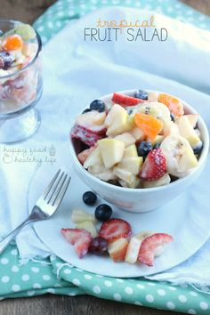 This TROPICAL FRUIT SALAD is absolutely addicting and fresh with a light tropical sauce. | www.happyfoodhealthylife.com