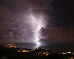 Witness the Catatumbo Lightening Storms (Relámpago del Catatumbo) above Lake Maracaibo, Venezuela. #travel #bucketlist