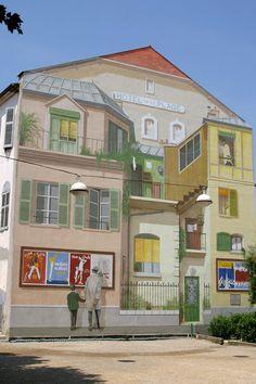 Street Art - Cannes et ses Murs peints - Hôtel de la Plage - Place du Suquet - 7 rue Saint-Dizier - Jacques Tati, notre Oncle préféré sort de l'hôtel où Monsieur Hulot passe ses vacances.
