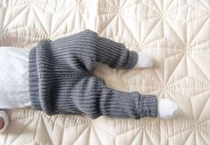 Hæklede Ribgamacher Crochet Bebe, Knit Crochet, Other Outfits, Romper Pants, Baby Knitting Patterns, Diy Baby, Leg Warmers, Diy Clothes, Onesies