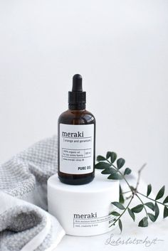 Cleansing Oil: What you need to know – Care – Skin care , beauty ideas and skin care tips Organic Oil, Organic Skin Care, Natural Skin Care, Organic Shampoo, Beauty Photography, Product Photography, Cosmetic Photography, Photography Packaging, Photography Flowers