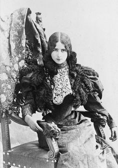 Cléo de Mérode (1875-1966), an international sensation, one of the the most photographed woman in the world in her time, was a French ballerina, who achieved fame with her face, not necessarily with her feet.