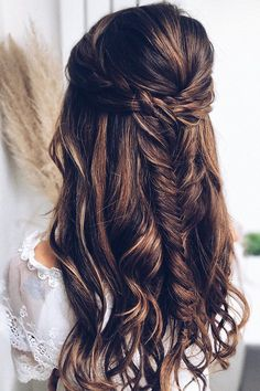 Half up half down wedding hairstyles are timeless and true. Check out these 42 elegant and stunning half updo looks for your wedding day! Boho Wedding Hair Half Up, Wedding Hair Brunette, Half Up Wedding Hair, Wedding Hairstyles Half Up Half Down, Brunette Wedding Hairstyles, Bridesmaid Hair Half Up Braid, Chic Hairstyles, Bohemian Hairstyles, Bride Hairstyles