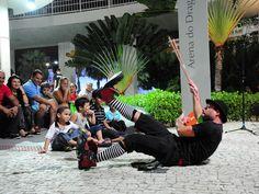 """Os espetáculos """"Circuito do Riso"""" e """"Boteco do Seu Noel"""" são encenados na abertura da festa de Pré-Carnaval do Centro Dragão do Mar de Arte e Cultura, entre os dias 30 de janeiro e 27 de fevereiro.    As apresentações acontecem sempre nas quintas-feiras, às 19h, no Espaço Rogaciano Leite Filho. A entrada é Catraca Livre."""