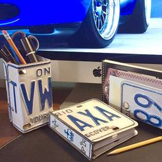 Make a gift for the car enthusiast, make a license plate desk set. Up cycle, it's quite easy. Some hinges and rivets make this great desk set.