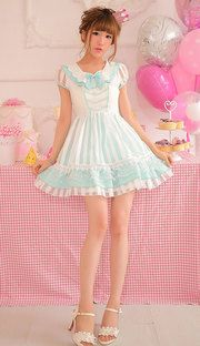Adorable white and mint lolita style dress / so beautiful, i love her & the outfit <3