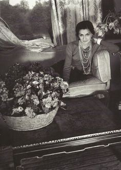 <0> Coco Chanel. Photo by Cecil Beaton.