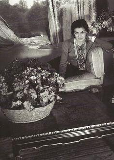 <0> Coco Chanel. Photo by Cecil Beaton.