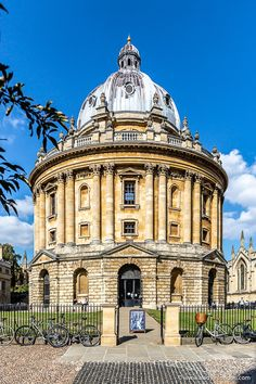 The Radcliffe Camera at Oxford University in England. This is one of the most famous buildings in Oxford and its historic architecture is beautiful. Architecture Antique, Famous Architecture, Historical Architecture, Grid Architecture, Hospital Architecture, Museum Architecture, Drawing Architecture, Classical Architecture, University In England