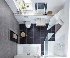 Zusammen, aber getrennt: Dusche und Badewanne im kleinen Bad