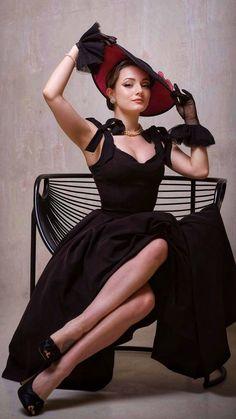 Turbans, Woman Art, Fashion Poses, Beauty Art, Whales, Elegant Woman, Back To Black, Girl Photography, Mistress