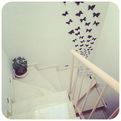Subir, bajar, quedarse. #escalera #stairs #mariposas #butterflies #butterfly #pájaros #birds #birdies #vinilo #vinilos #vinyl #walldecor #home #homedecor #diy #paperbutterflies #jaula #cage by Wayaiu, via Flickr