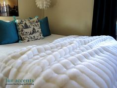 """90""""x90"""" Luxurious BEDSPREAD Plush Bright White Ribbed Mink Rabbit Queen Faux Fur, Comforter Blanket, Accent Rug / Fake Sheepskin Throw / New $298.00 USD"""