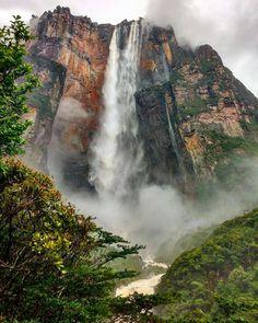 Majestuoso Salto Ángel (Kerepakupai Vená) Parque Nacional Canaima fotografía cortesía de @venezuela_natural  #LaCuadraU #GaleriaLCU #Venezuela #VenezuelaHermosa #SaltoAngel #VenezuelaNatural