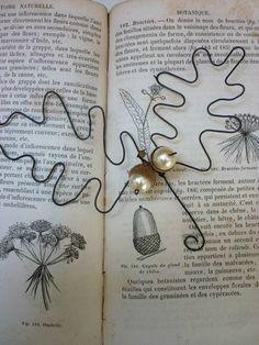 Acorn and oak leaves. Wire Crafts, Metal Crafts, Christmas Projects, Christmas Crafts, Xmas, Acorn House, Sculpture Textile, Art Fil, Acorn And Oak
